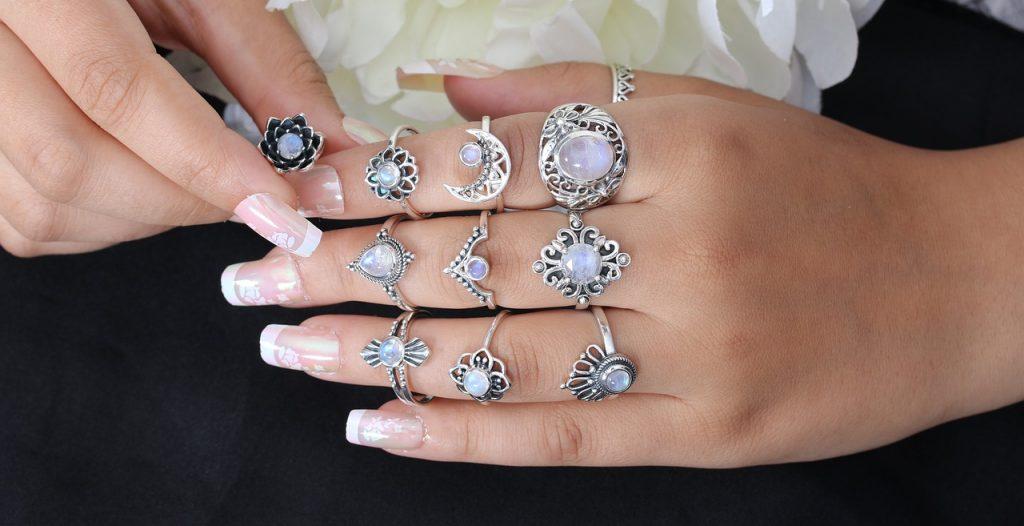 Сребърни пръстени с камъни